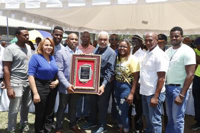 Presidente de la Cámara de Diputados recibe reconocimiento por aporte al Deporte y Educación En Repú