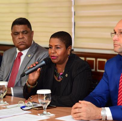 Diputados reciben solicitud de munícipes de Samaná sobre reactivación de Puerto Duarte