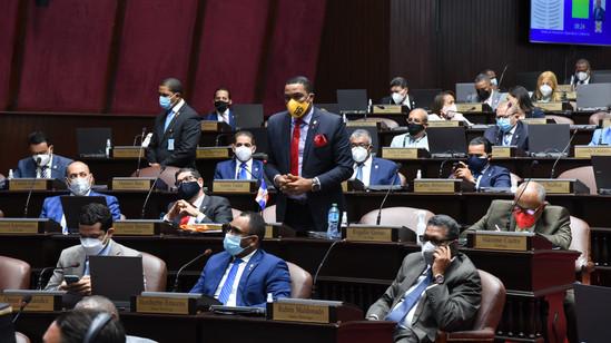 Diputados conforman Consejo de Disciplina y lo apodera de para que investigue agresión CD