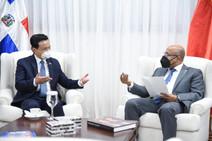 Alfredo Pacheco recibe visita de cortesía del Embajador de China