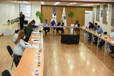 Diputados se reúnen con Ministro de Economía, Planificación y Desarrollo