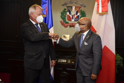 Alfredo Pacheco recibe visita de cortesía del embajador de Suiza en República Dominicana, Urs Schnid