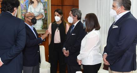 Pacheco recibe visita ejecutivos de la Cámara Británica de Comercio