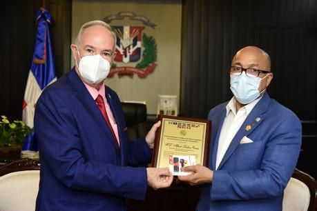 Presidente de la Cámara de Diputados recibe placa del FOPREL