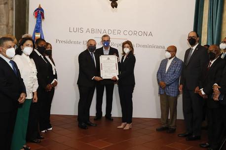 Diputados entregan certificados al presidente y la vice presidenta electa, Luis Abinader y Raquel P