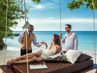 Tipping Beaches & Sandals Resorts
