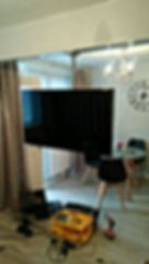 S7 Handyman hanging TV