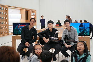 Back row from left to right: Outblaze founder & CEO Yat Siu, Cantopop star Eman Lam, Guitarist/songwriter Kimme Wong at the workshop hosted by Apple apm