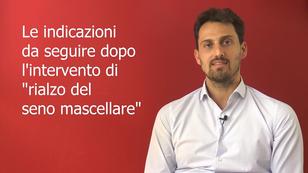 """Il dottor Alberto Ciatti spiega ai pazienti come comportarsi dopo un intervento di """"rialzo del seno mascellare""""."""