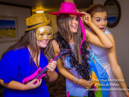 Top 5 Reasons to Have a Selfie Mirror Photobooth at your Wedding!