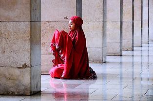 pige Praying