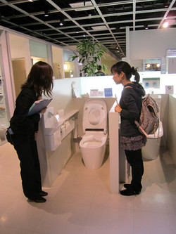 トイレや洗面化粧台を一緒に見て