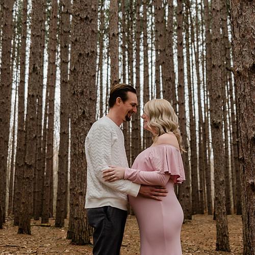 Lauren & Nick: Maternity