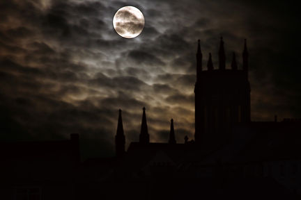 full-moon-GOTHIC 2.jpg