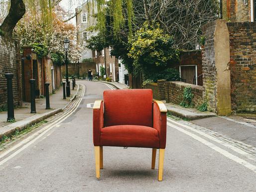 Restons vigilants : les meubles de la maison ; le confident et l'indiscret.