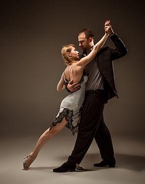 man-and-woman-dancing-argentinian-tango_