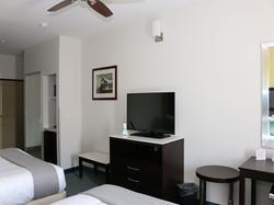 2-queen-bed-room.jpg