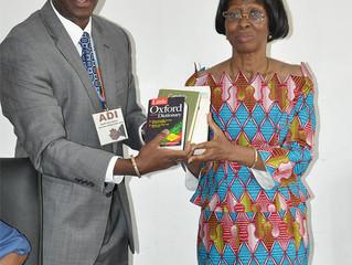 L'ONG ADI offre 500 livres et ouvrages universitaires à l'UFHB