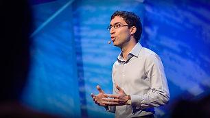 """הרצאה קצרה של """"טד"""" מאת סמואל כהן, חוקר באוניברסיטת קיימברידג' על פריצת דרך במחקר מחלת האלצהיימר, מחלה שלדבריו אינה גנטית לרוב, וכל מי שמ..."""
