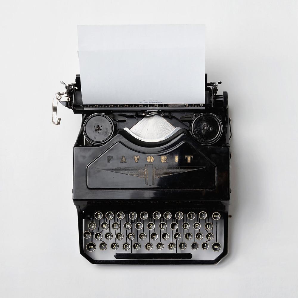 typewriter_florian_klauer_unsplash_square-1024x1024.jpg