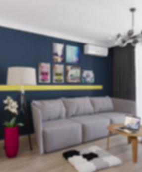 Яркая гостиная однокомнатной квартиры