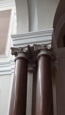 Detalhe das colunas em granito