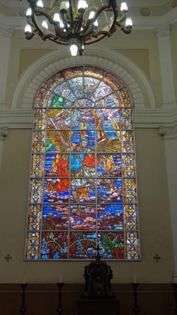 Vitral de São Miguel Arcanjo restaurado