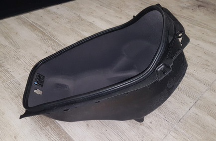 Flokowany schowek w skuterze