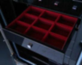 Flokowana szuflada w sejfie