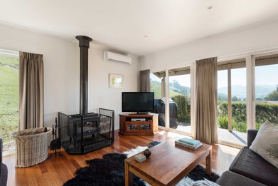 strath-valley-view-cottage_lounge-room.j