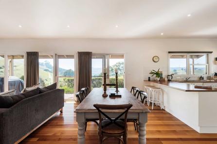 strath-valley-view-cottage_lounge-dinnin