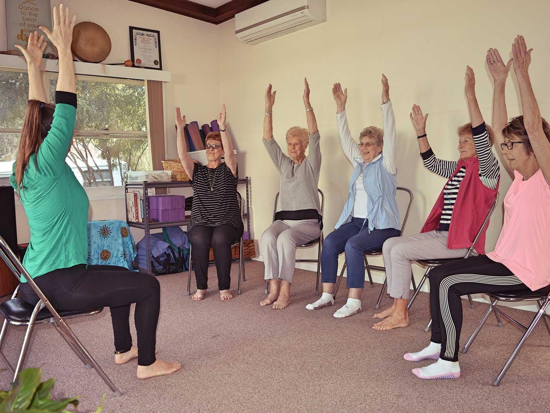 spirit-in-harmony_yoga_tara-group-sittin