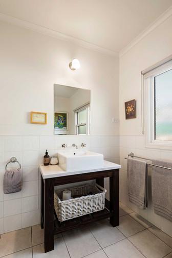 strath-valley-view-cottage_bathroom-2.jp