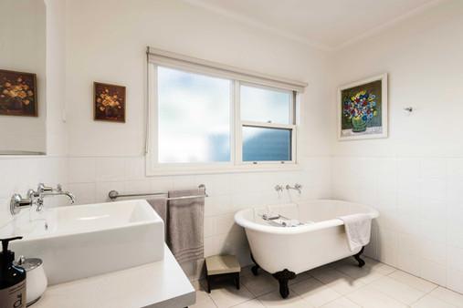 strath-valley-view-cottage_bathroom.jpg