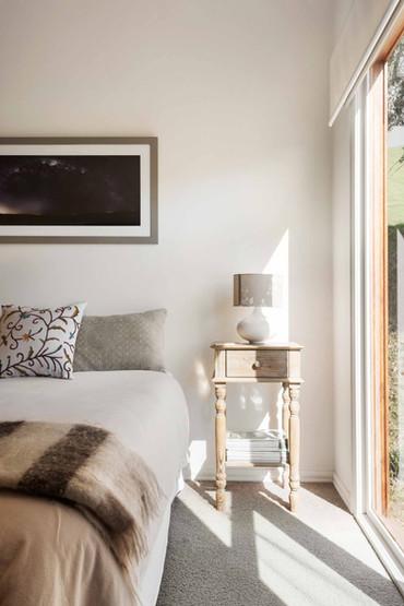strath-valley-view-cottage_bedroom-sidet