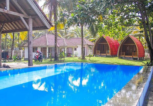 villas-pool.jpg