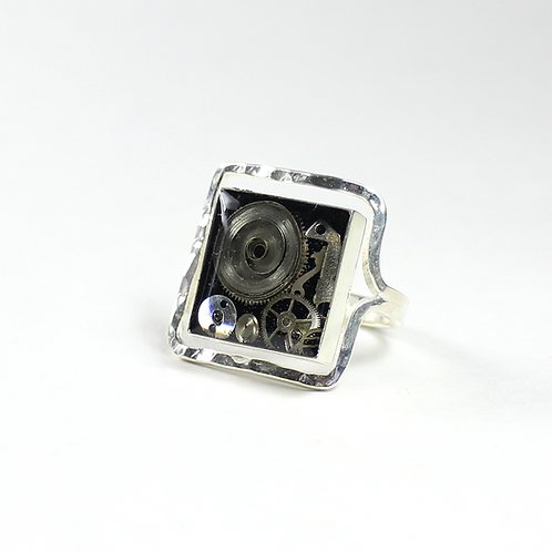 Steampunk Frozen Time Square Ring