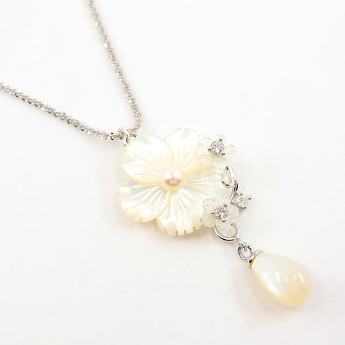 White Flower Mother of Pearl Necklace
