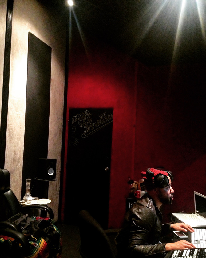 Studio Vibes with Nino Beige