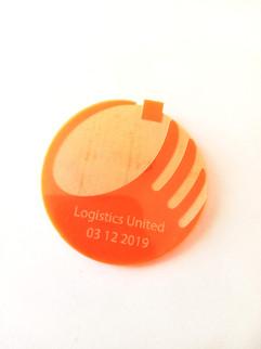 broche pins logo plexiglas.jpg