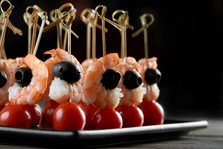 tasty-shrimps-appetizer-on-the-dark-back