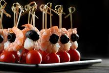 tasty-shrimps-appetizer-on-the-dark-back