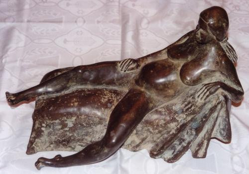 Sculpture by Meir Salomon of a woman
