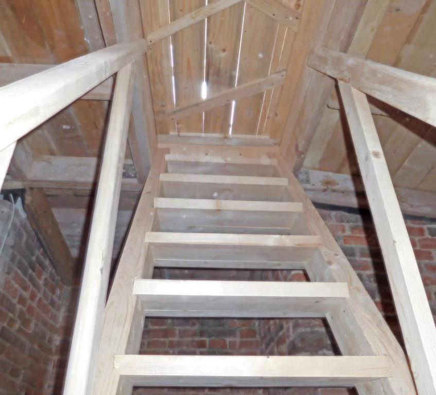 лестница деревянная 1