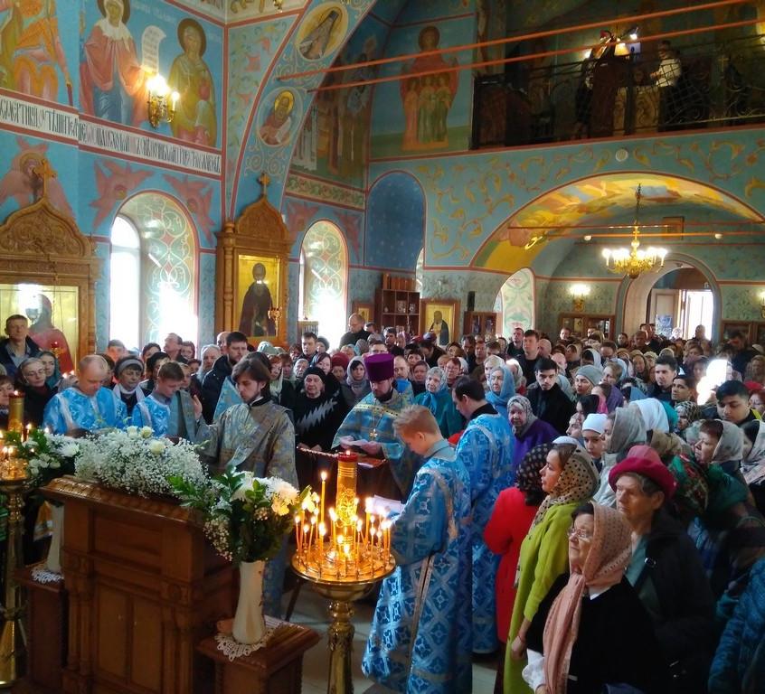 Богослужение в Троицком храме г