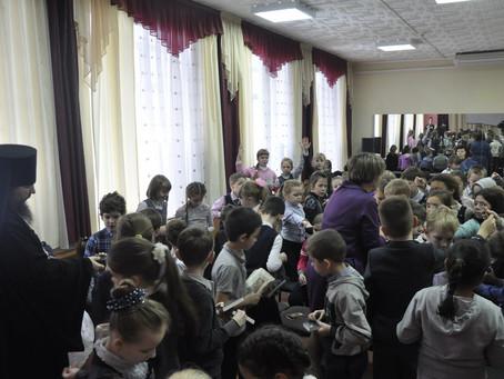 Встреча игумена Феофана (Замесова) со школьниками посёлка Ашукино