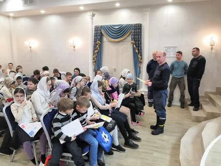 Сотрудники МЧС провели открытый урок в Воскресной школе при Троицком храме г. Пушкино