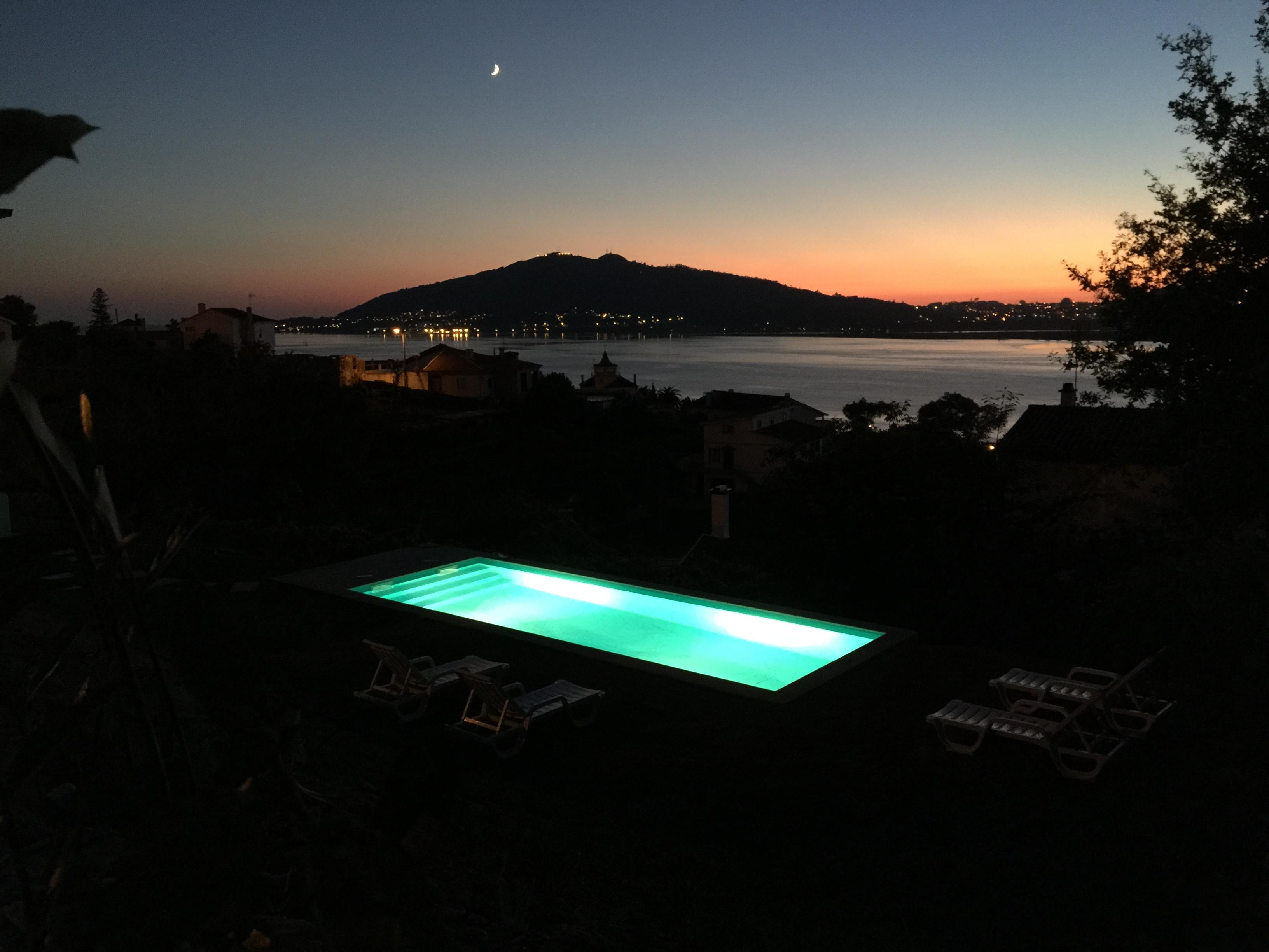 aMaRe vista piscina noite