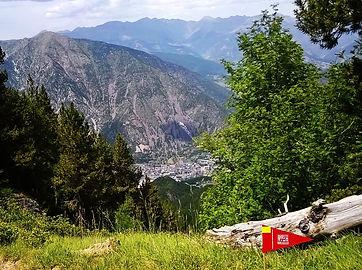 section du tour a pied d'andorre avec un guide de montagne