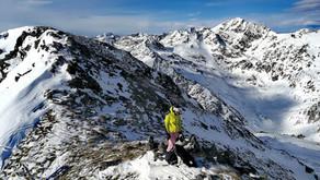 Forn de Sorteny con esquís de montaña y un guia